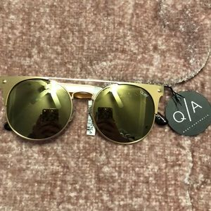 NWT Quay The In Crowd Gold Sunglasses